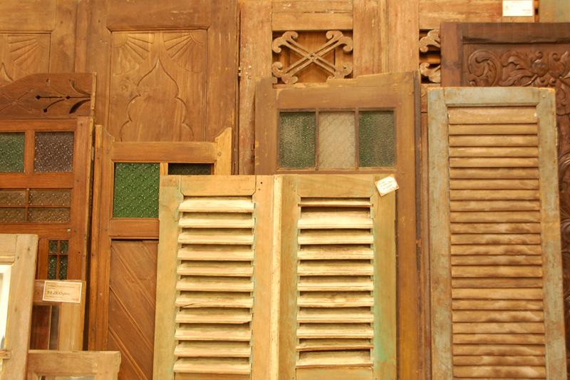 アジアン家具KAJA調布店のアンティークドア