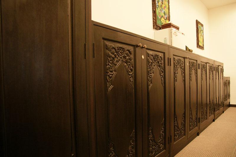 アジアンオーダー家具事例 オリジナル仕様の壁面収納