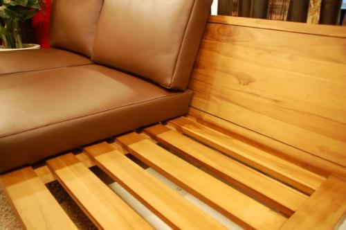 ロースタイルのソファ