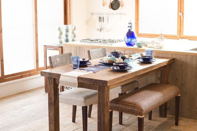 アジアン家具KAJAの古材のダイニングテーブル