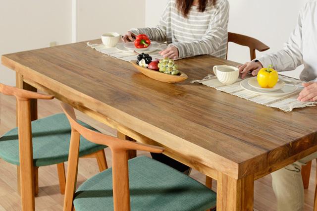 アジアン家具KAJAのダイニングテーブル