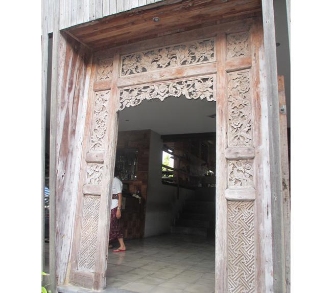 アジアン家具KAJAインドネシアの扉