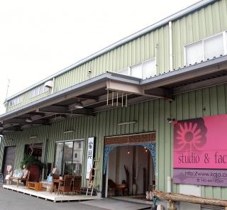 アジアン家具インテリアKAJA調布店の2つの入り口