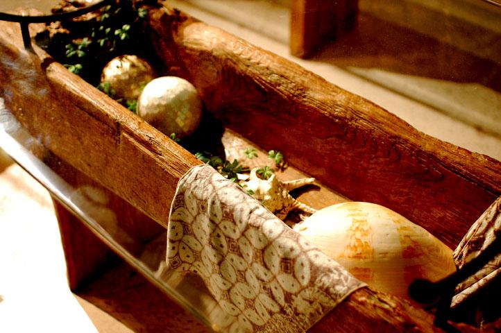 アジアン家具KAJA調布店古木ガラスダイニングテーブルのアップ