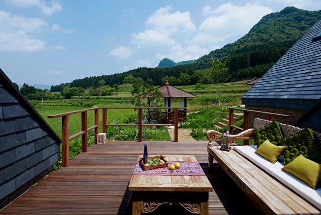 アジアンスタイル実例 阿蘇の雄大な景色を目の前に見る企業の保養施設