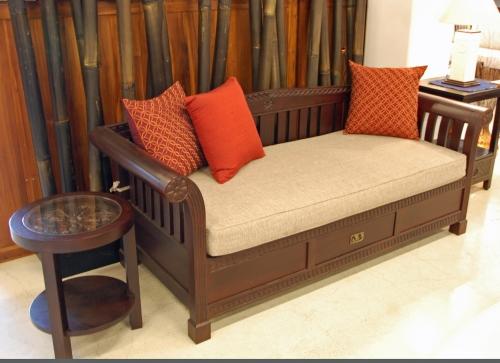 kaja sofa sidetable