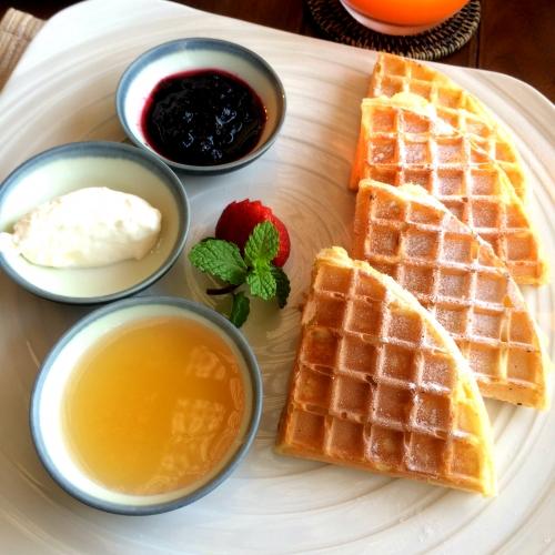 朝食のワッフル