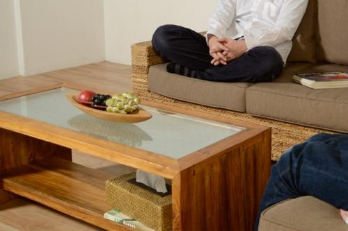 ガラスが美しいローテーブル