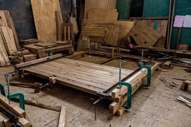 アジアン家具KAJAのダイニングに使う古材