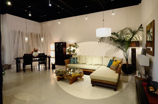 アジアン家具KAJA調布ソファの展示