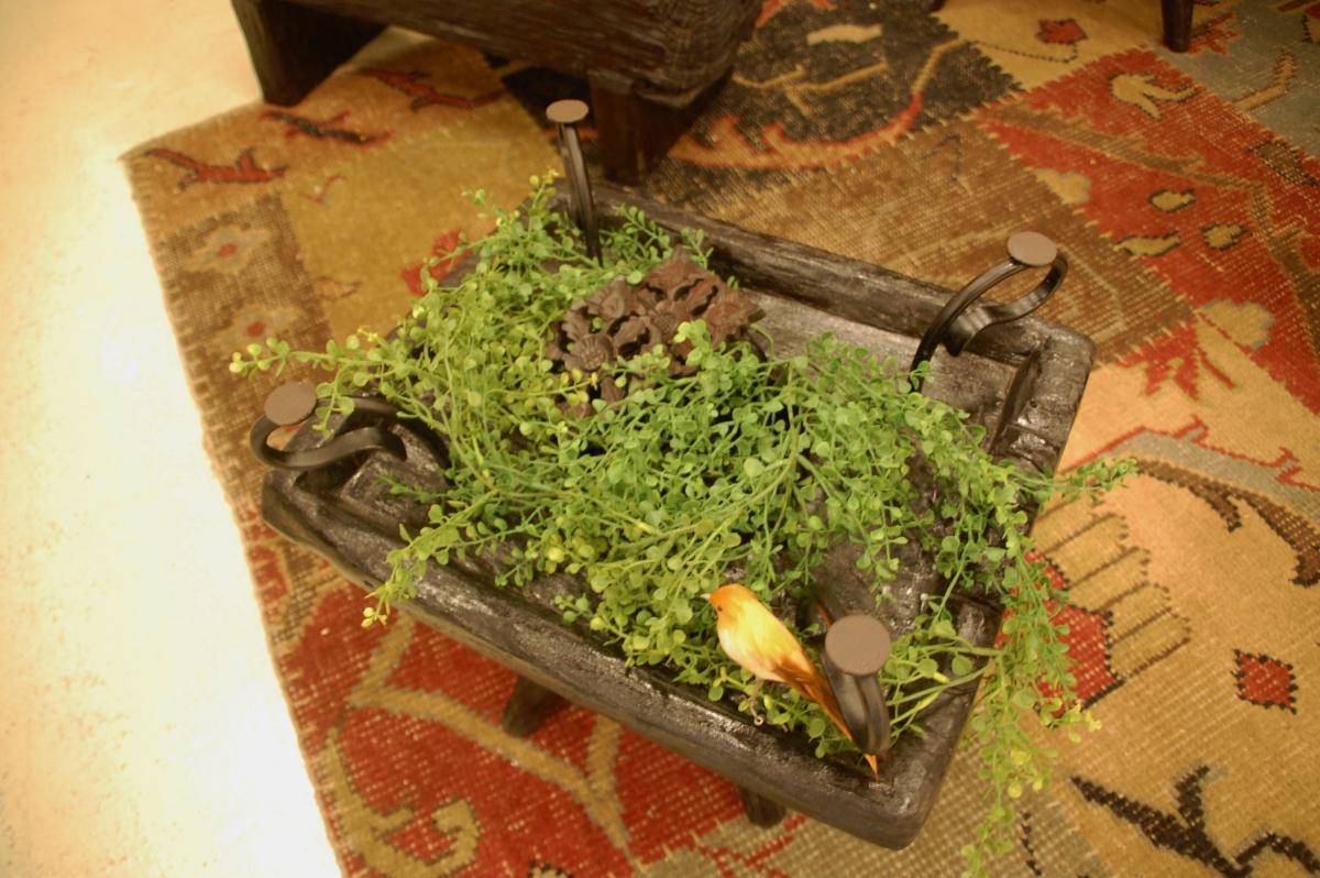 KAJAの古木を使用したローテーブル