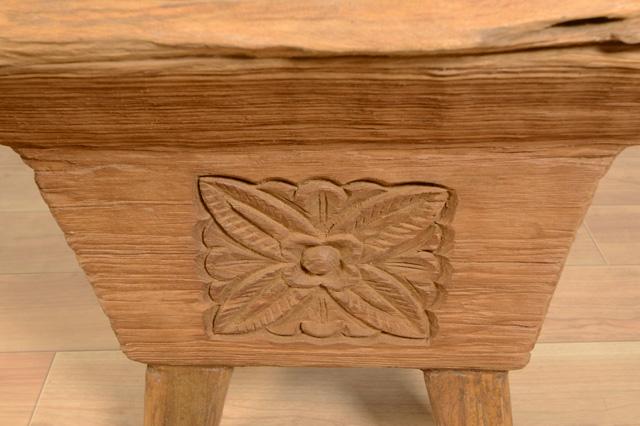 アジアン家具KAJA古木ローテーブルのレリーフアップ