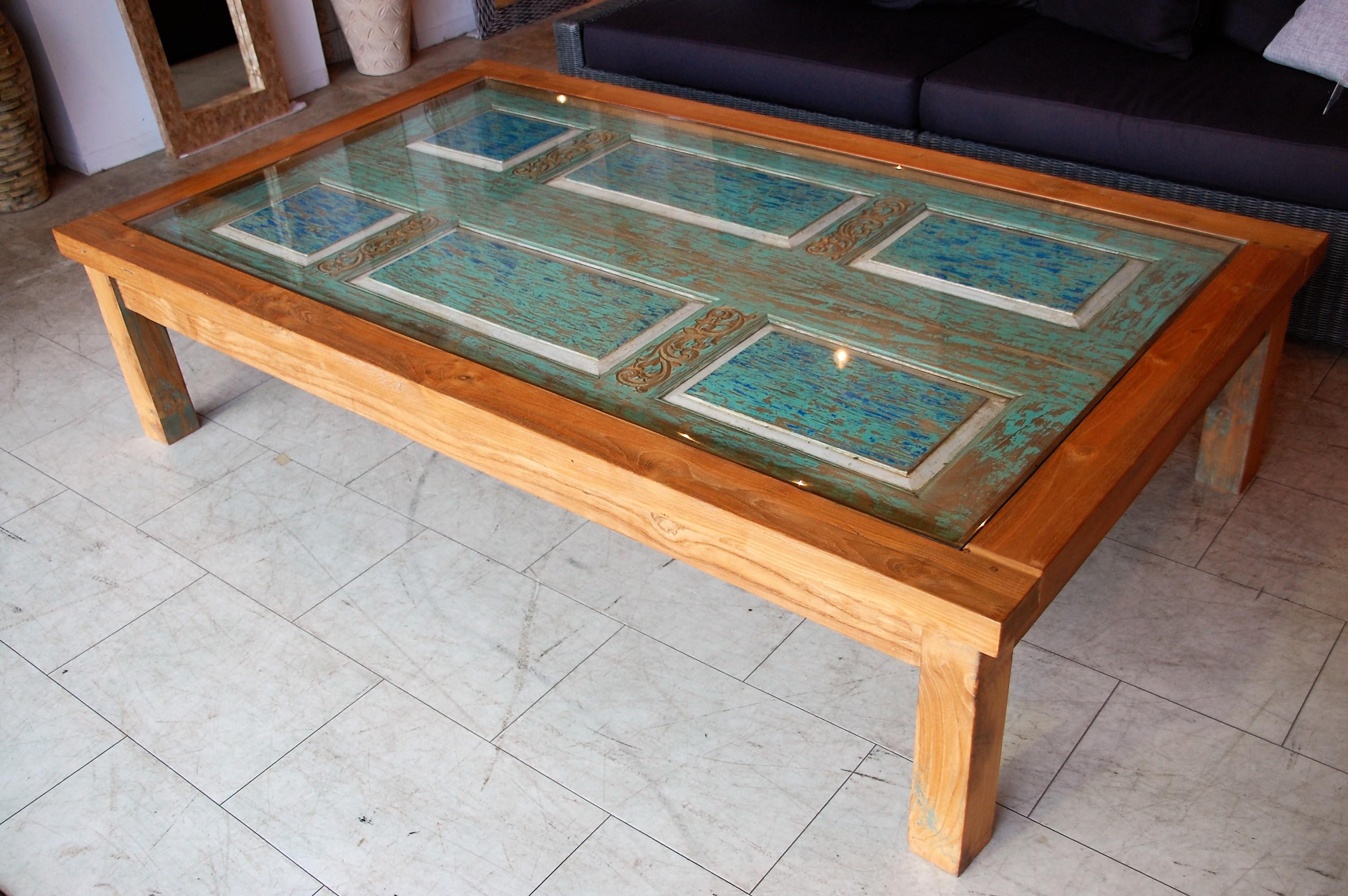 KAJAのガラスローテーブル