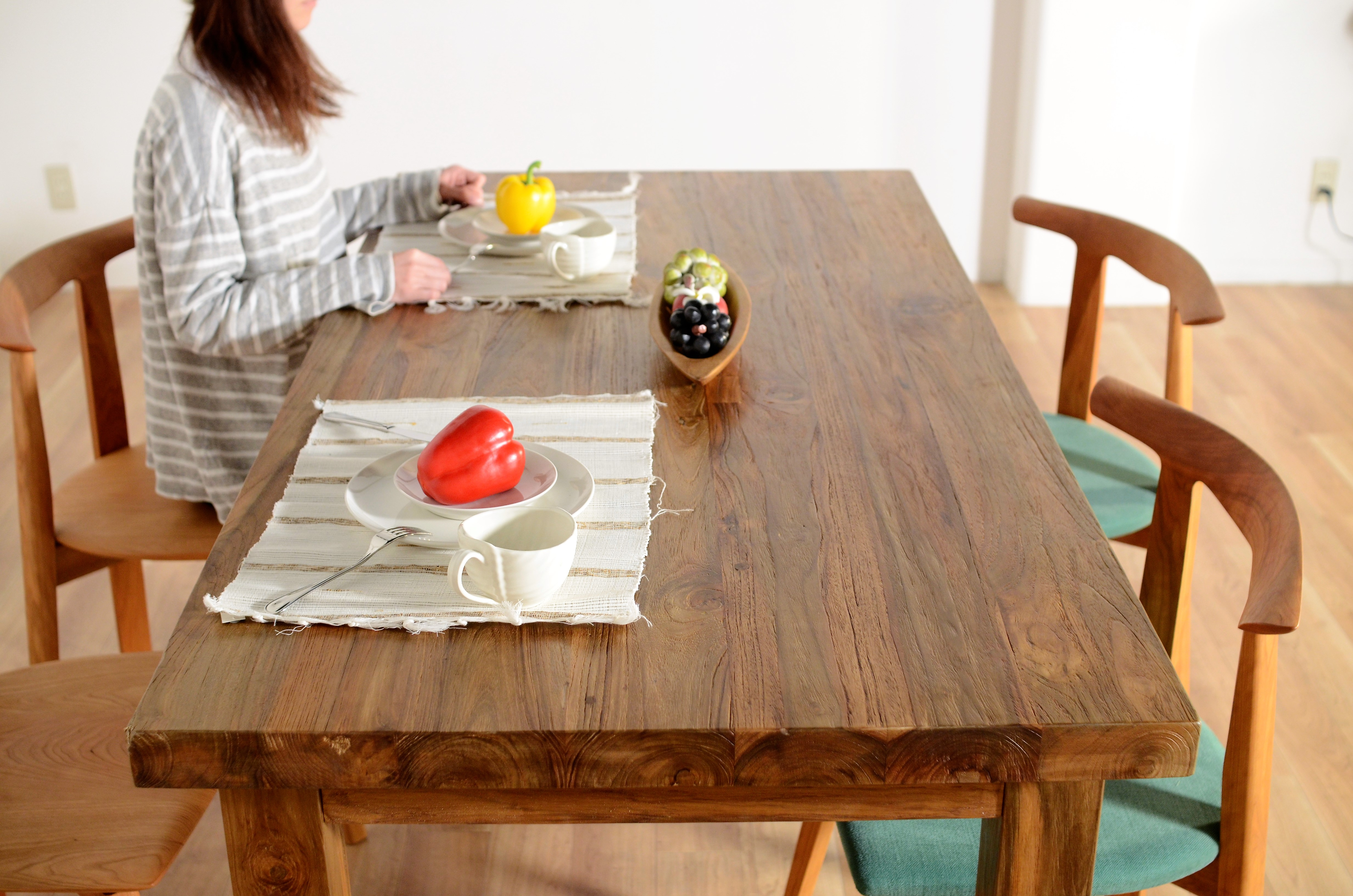 KAJAのチーク古材ダイニングテーブル