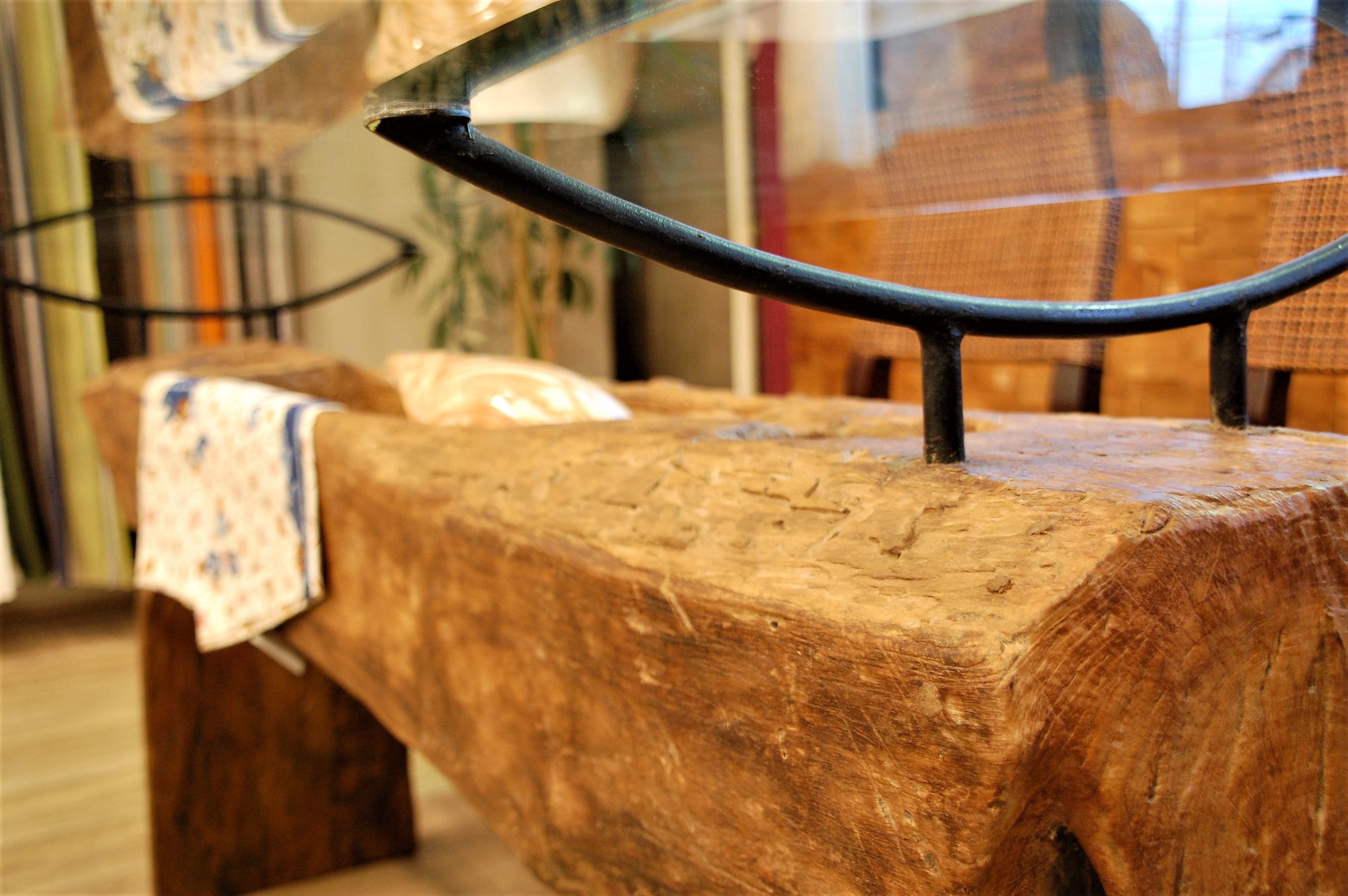 KAJAのガラス天板のダイニングテーブル