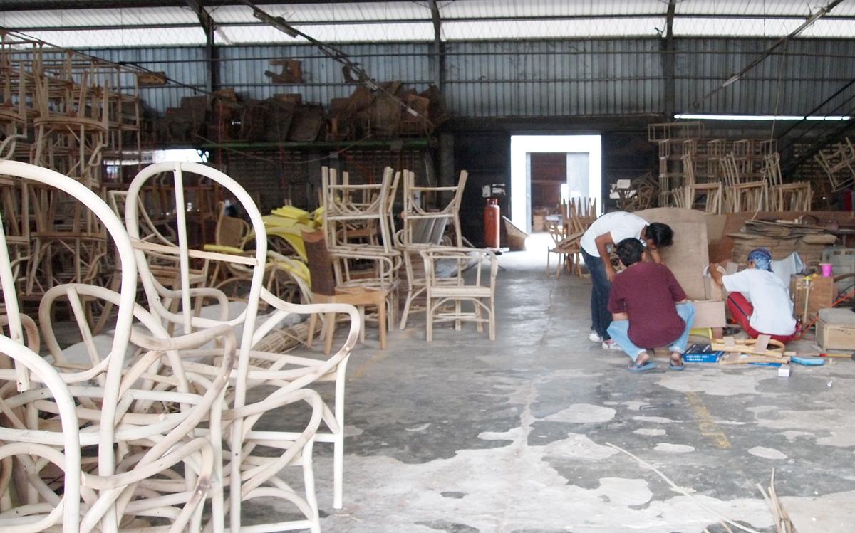 アジアン家具KAJAラタン家具の製作風景
