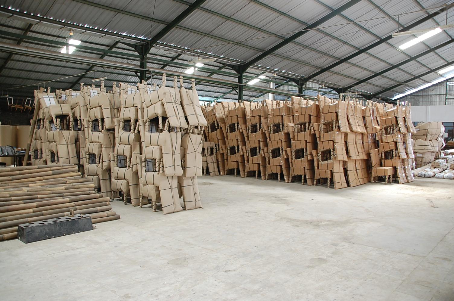 アジアン家具KAJA倉庫の家具たち