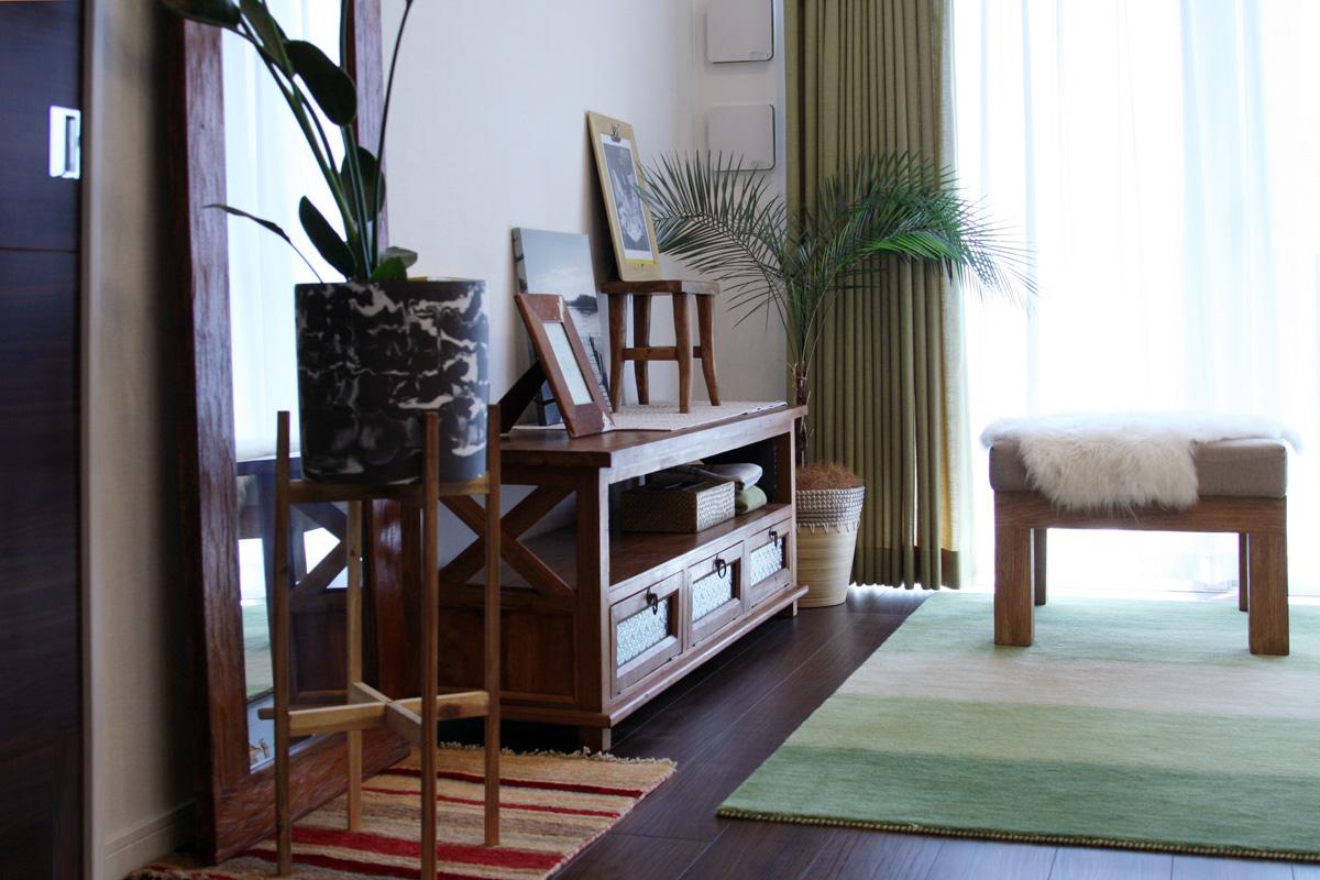 無垢材の家具と毎日のリラックスを大事にしたリビングダイニング3