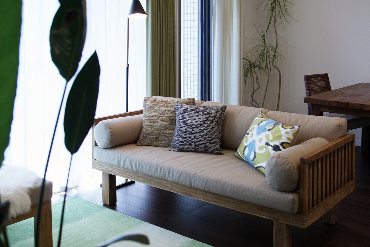 無垢材の家具と毎日のリラックスを大事にしたリビングダイニング