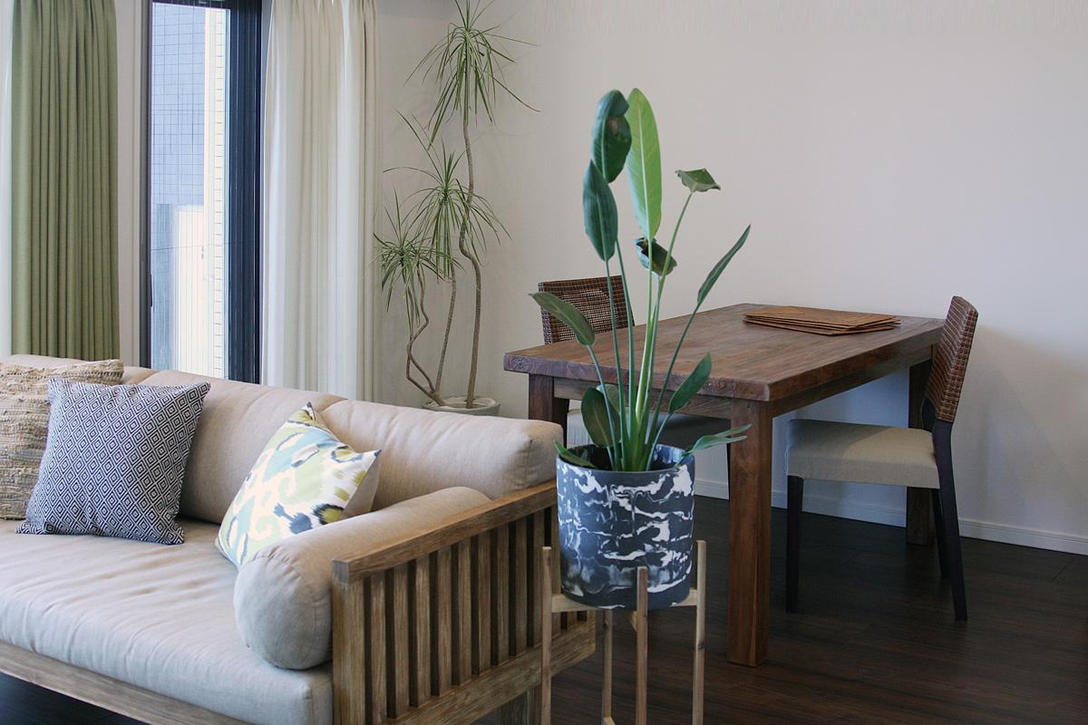 無垢材の家具と毎日のリラックスを大事にしたリビングダイニング5