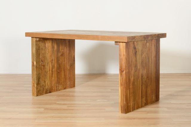 KAJAのダイニングテーブル