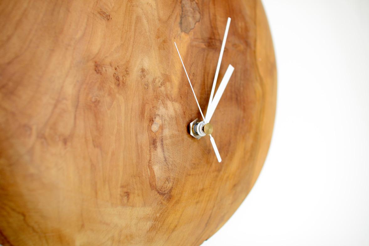 アジアン家具KAJAウッド時計のアップ