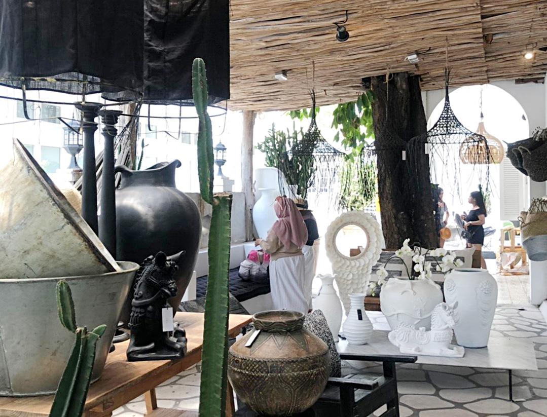 アジアン家具KAJA買い付けインドネシアのショップ