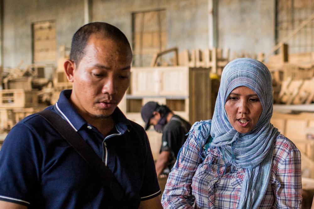アジアン家具KAJAバイヤーの買い付けインドネシアスタッフ