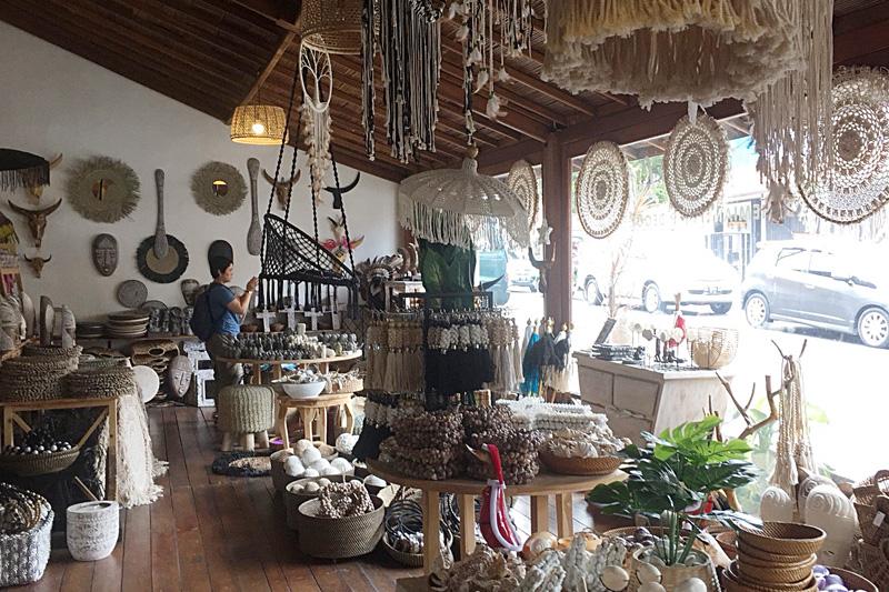 アジアン家具KAJA買い付け風景バリ島のショップ