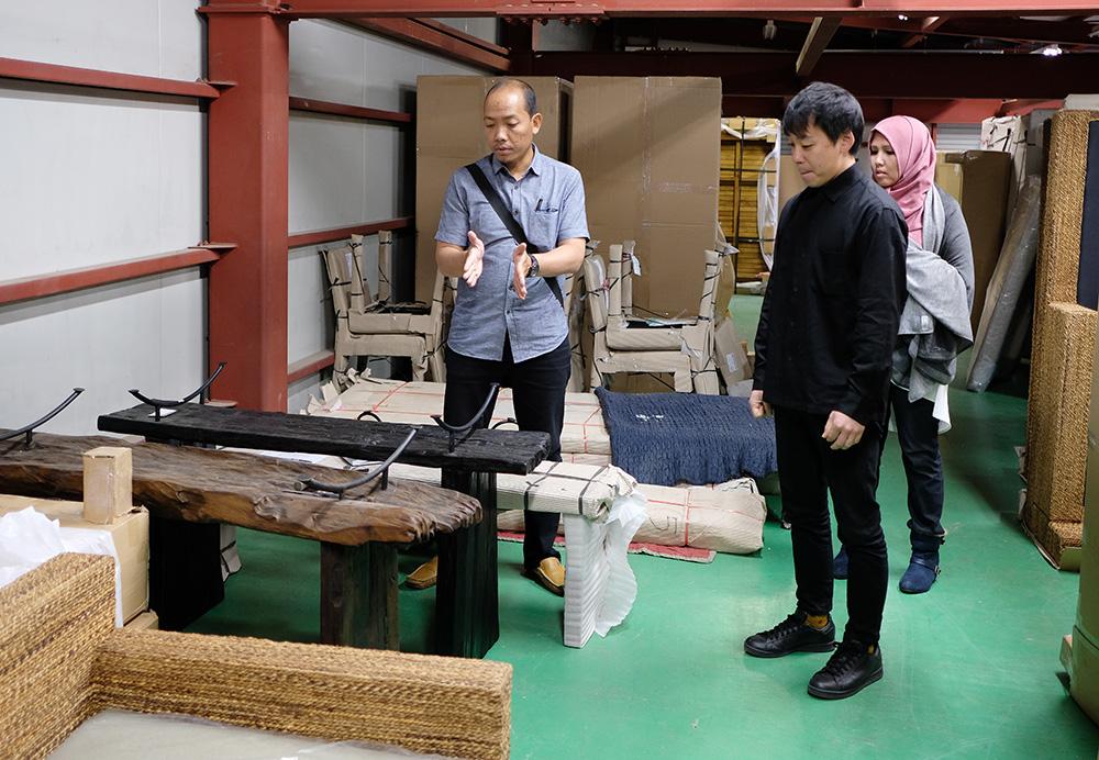 アジアン家具KAJAインドネシアスタッフと商品改善