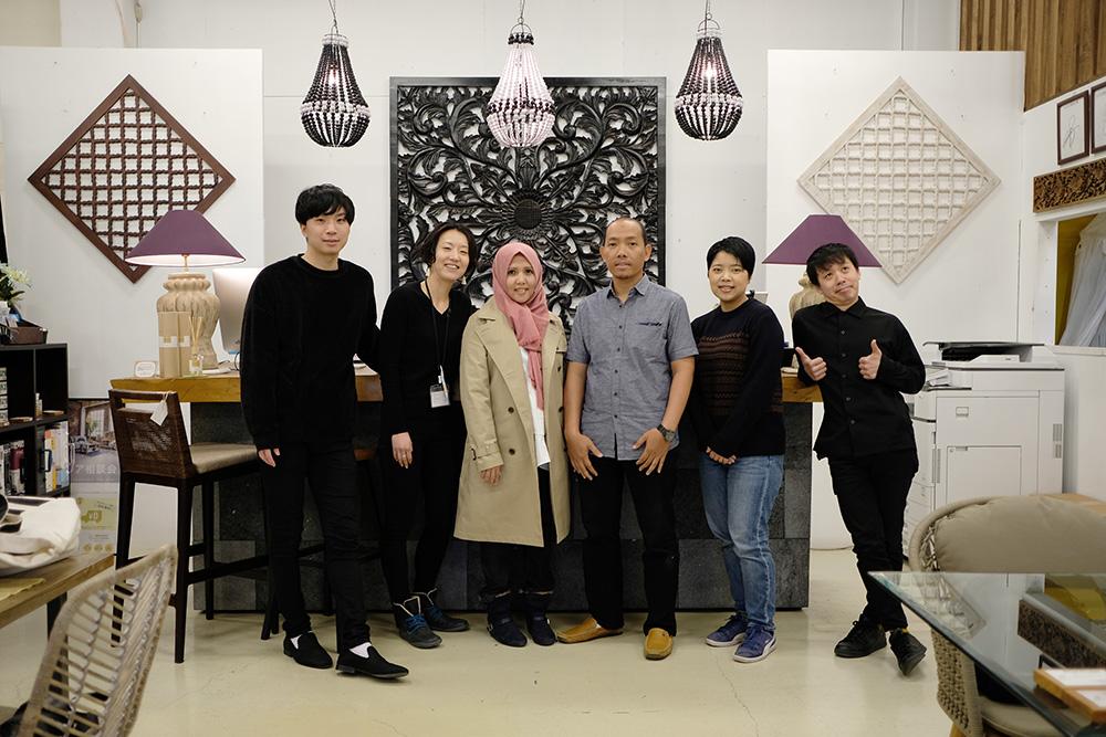 アジアン家具KAJAインドネシアスタッフと調布スタッフ