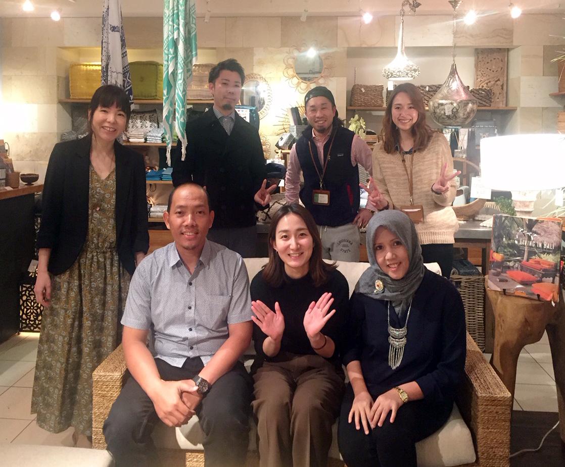 アジアン家具KAJAインドネシアスタッフと吉祥寺スタッフ