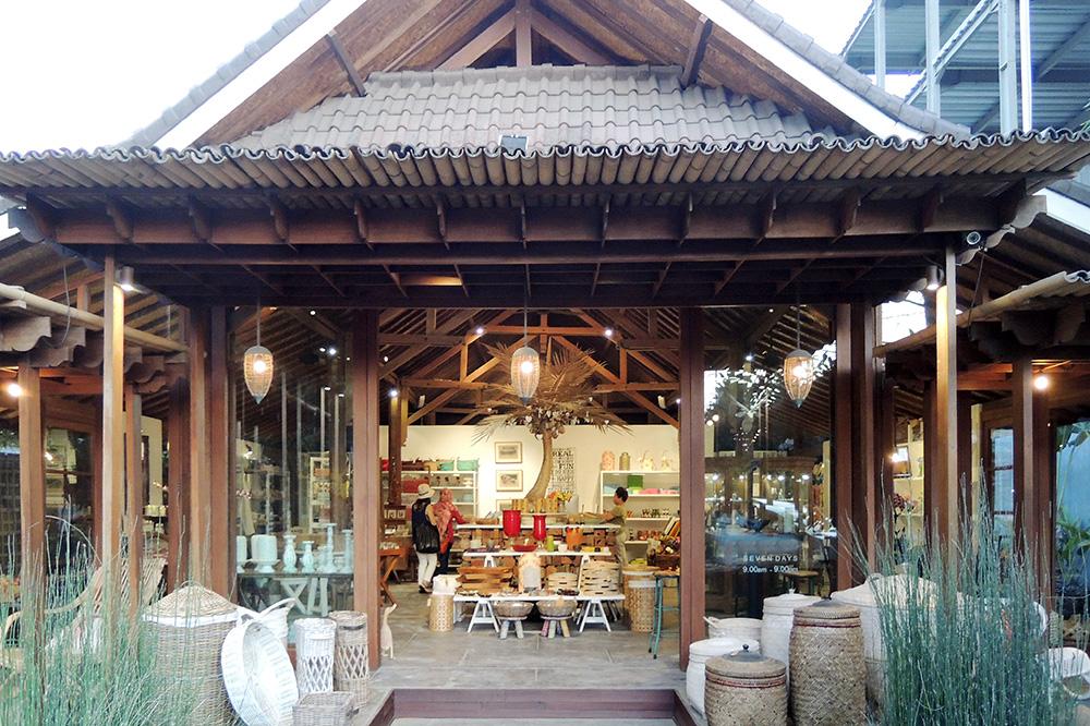 アジアン家具KAJA買い付けバリ島のショップ