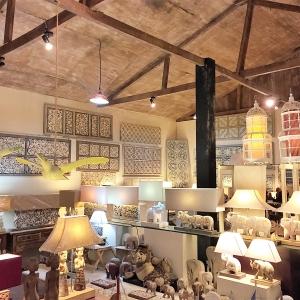 アジアン家具KAJAワヤン工房の様子