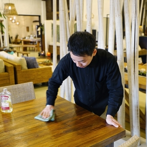 アジアン家具KAJAバイヤーの普段の仕事風景