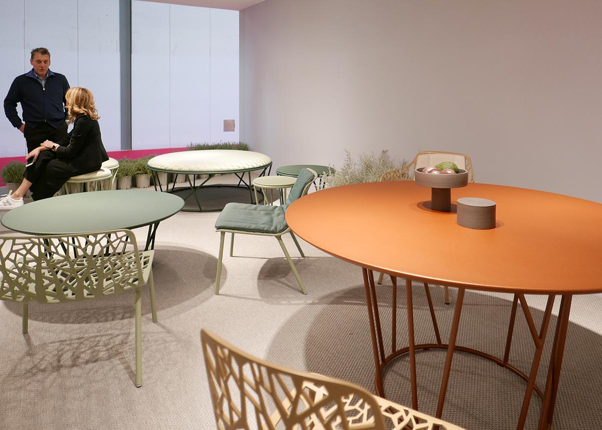 ミラノサローネの家具の展示