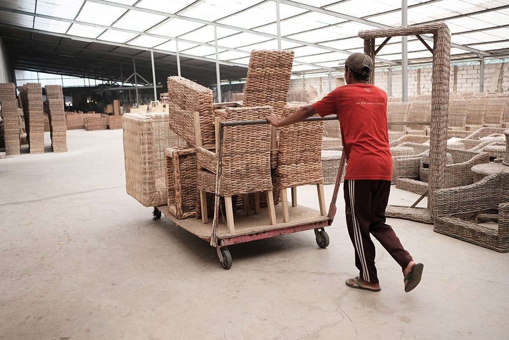 アジアン家具KAJAインドネシアの家具工場の様子1