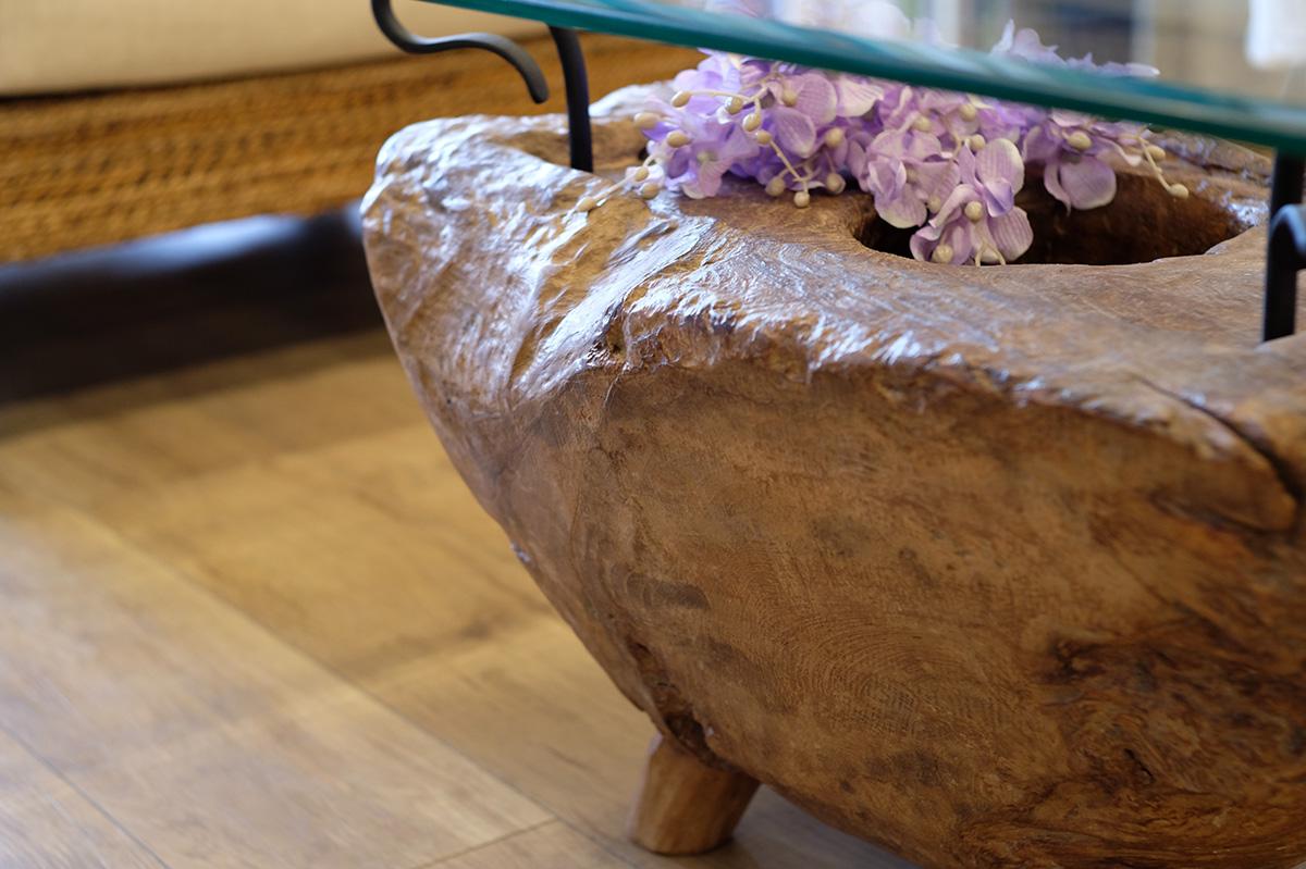 アジアン家具KAJA1点モノのテーブルの艶やかさ
