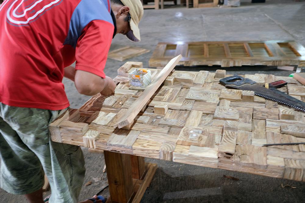 アジアン家具KAJA家具の買い付け製作風景