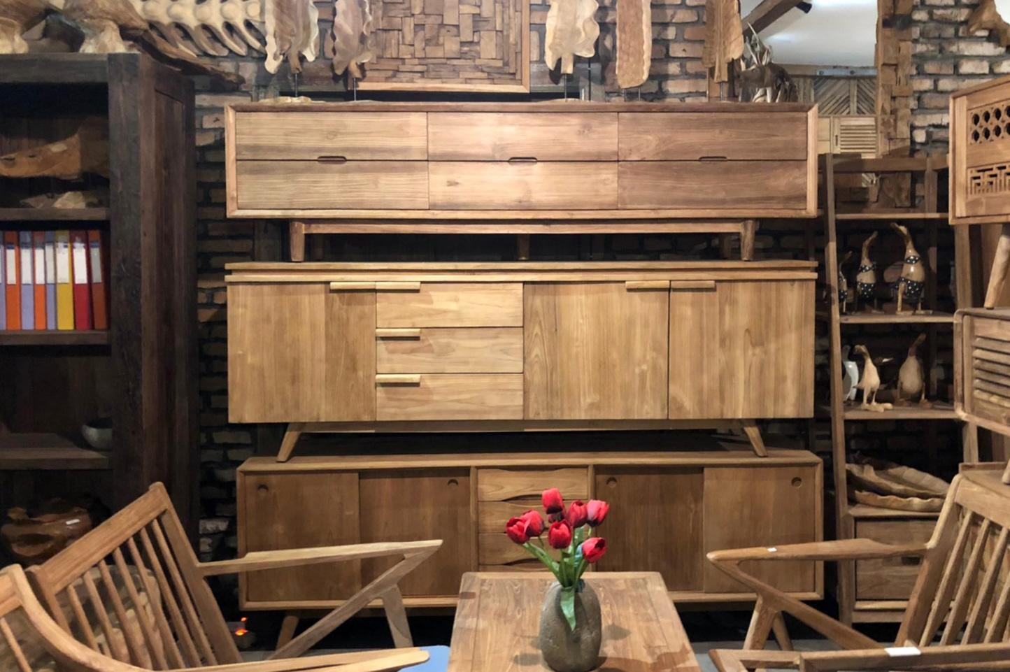 アジアン家具KAJA古材の収納家具が並ぶメーカー