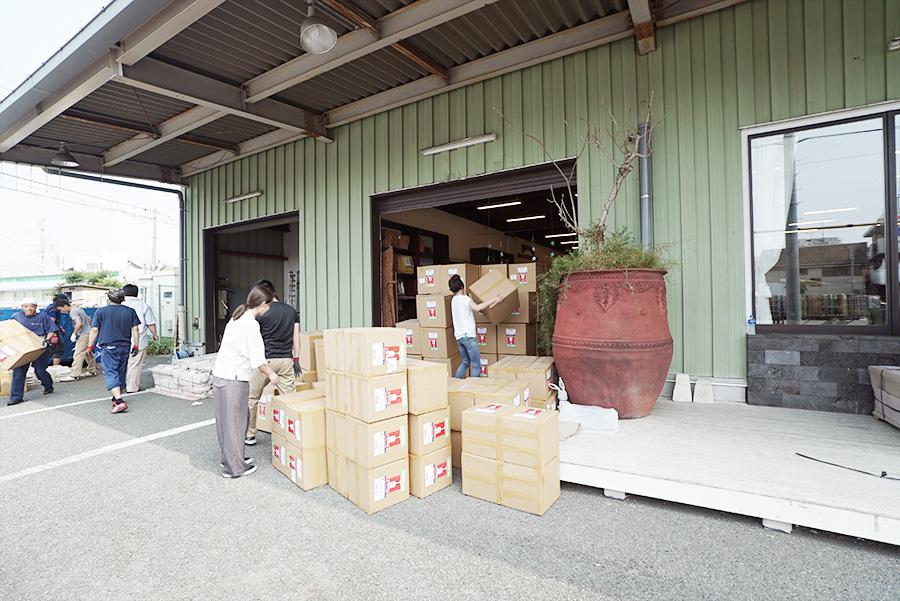 アジアン家具KAJA荷下ろし荷受け作業の調布店