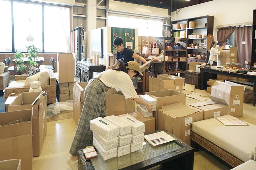 アジアン家具KAJA商品の検品作業