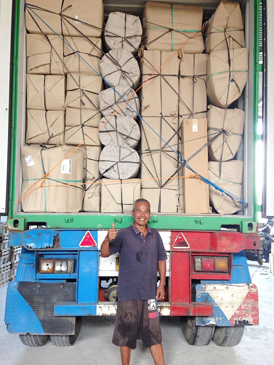 アジアン家具KAJAインドネシアで商品積み込み完了