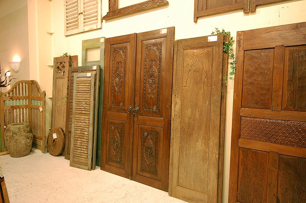アジアン家具KAJAオープンから取り扱っているドアや建具