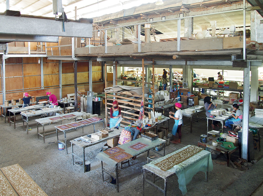 アジアン家具KAJAシェルランプを作る工場