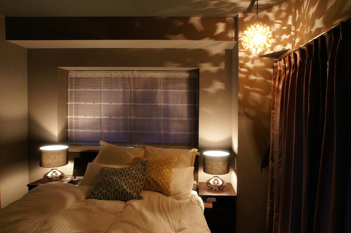ベッドルームのシェルランプ