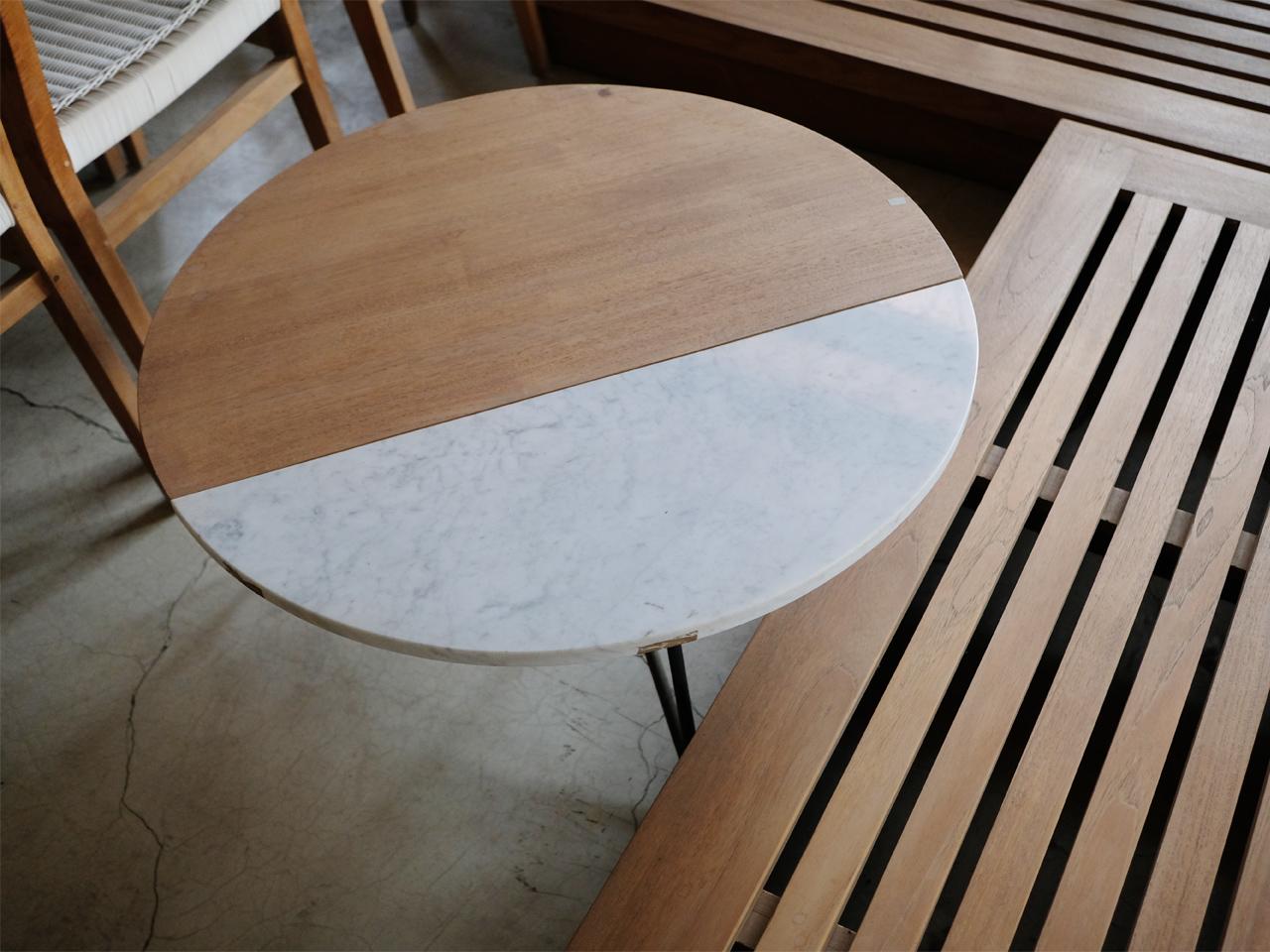 板の一部に大理石をはめ込んだ「ROTE コーヒーテーブル」
