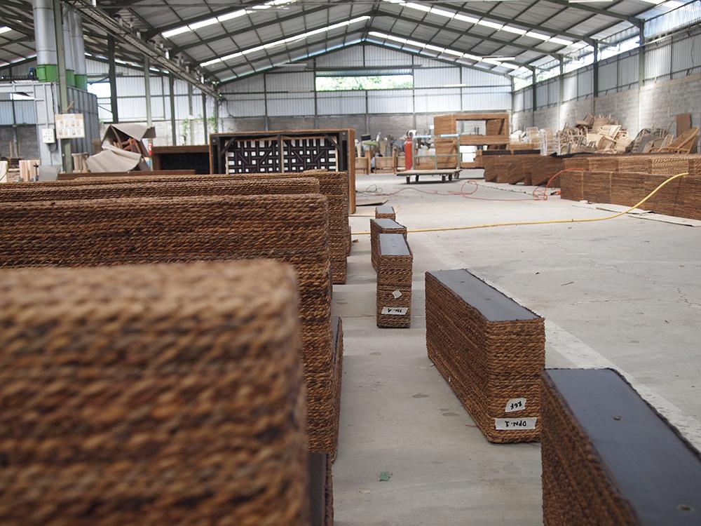アジアン家具KAJAバナナソファの工場1