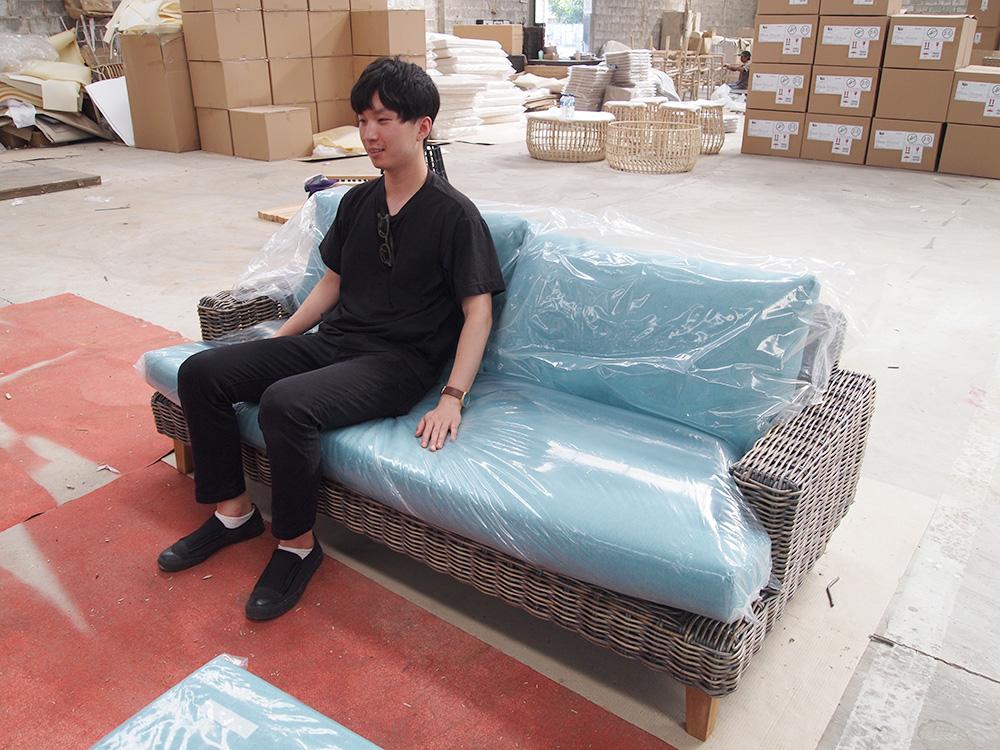 アジアン家具KAJAソファ工場にて