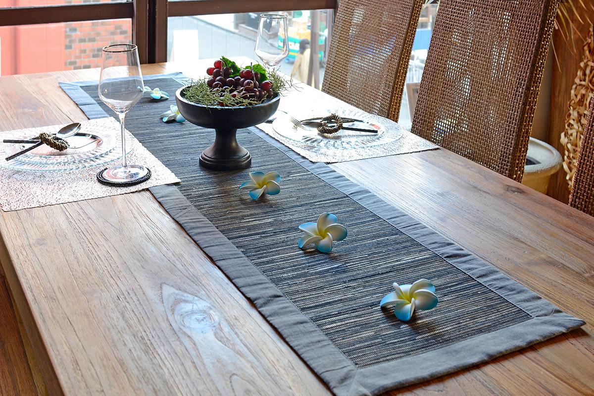 アジアン家具KAJAテーブルランナーのディスプレイ例2
